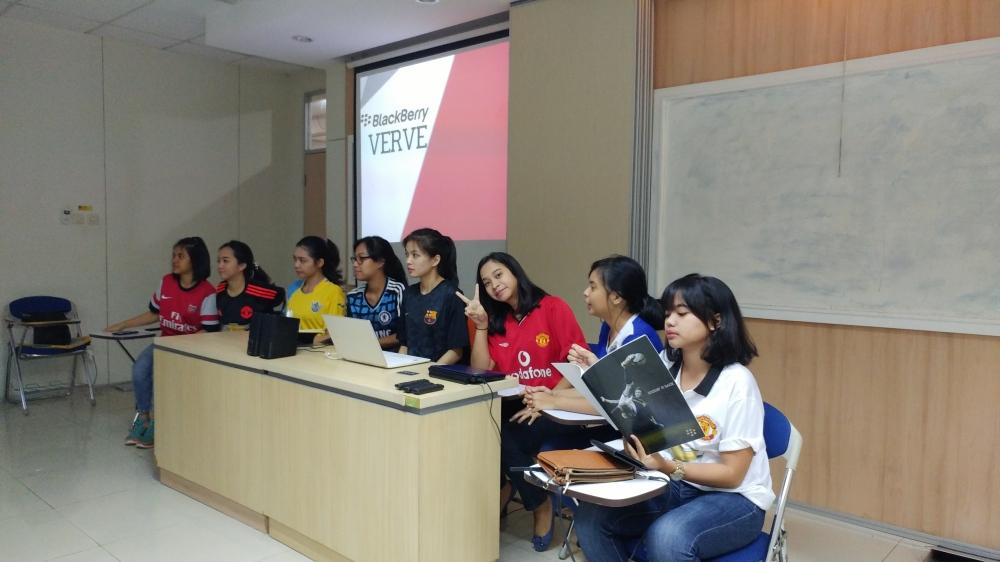 Sesi Role Play Presentasi dari Salah Satu Team Digital Agency